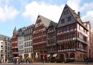 fachwerkhäuser am römerberg in frankfurt am main